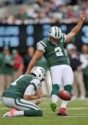 Nick Folk kicks a field goal during the