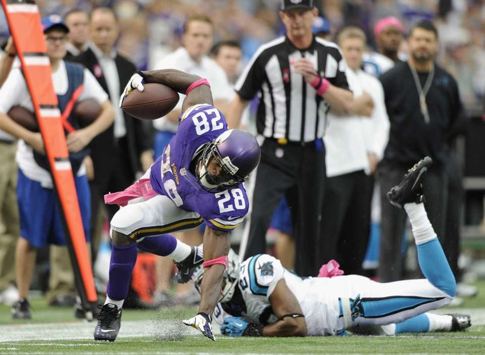 MINNEAPOLIS, MN - OCTOBER 13: Adrian Peterson #28