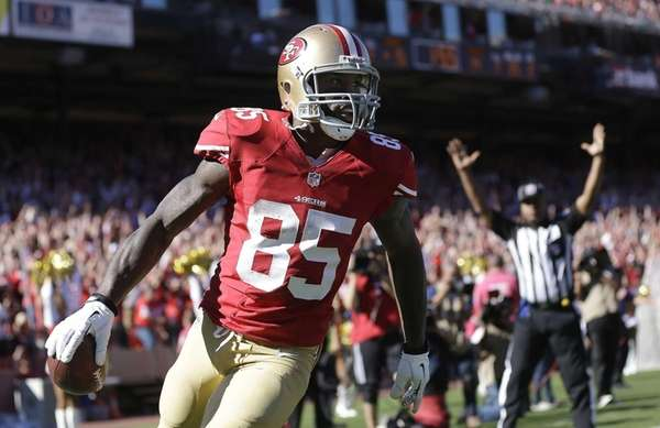 San Francisco 49ers tight end Vernon Davis celebrates