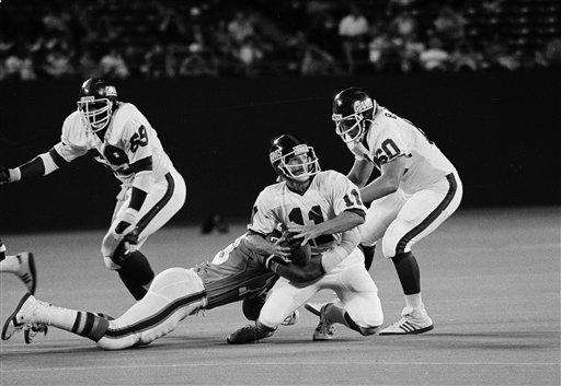 1980 RECORD: 4-12 The Giants beat the Cardinals,