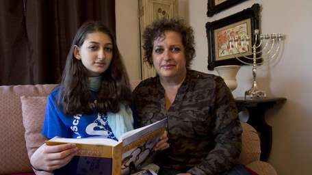 Ronit Rogoszinski, of West Hempstead, and her daughter,