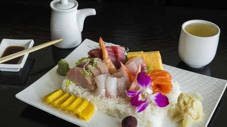 Hazuki Japanese Fusion's chirashi, with finfish and tamago
