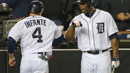 Detroit Tigers' Torii Hunter, right, congratulates Omar Infante