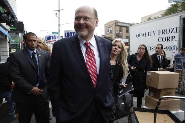 Republican mayoral candidate Joe Lhota speaks with reporters