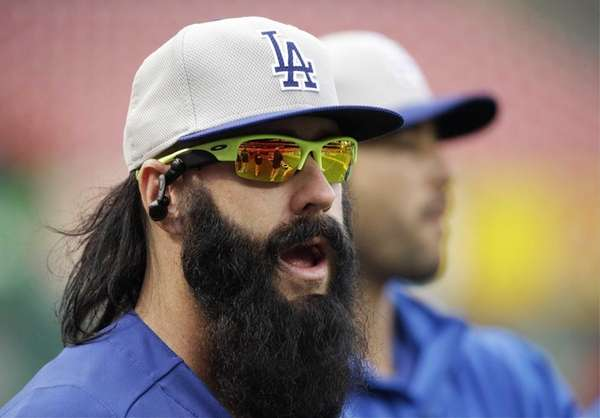 Los Angeles Dodgers relief pitcher Brian Wilson warms