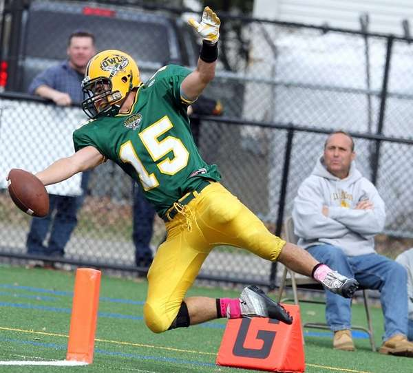 Lynbrook's QB Joe Grossi reaches for the TD