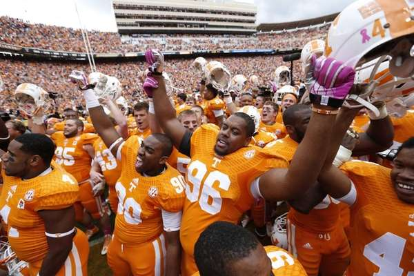 Tennessee Volunteers players celebrate after the game against