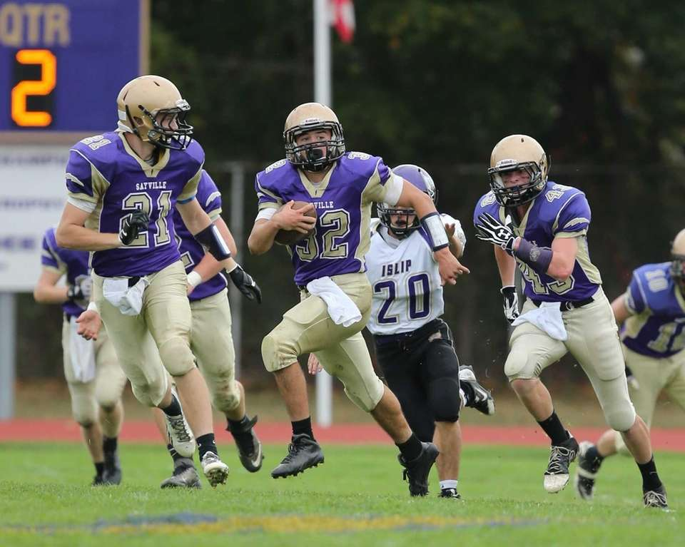 Sayville kick returner Matthew Selts (no. 32) takes