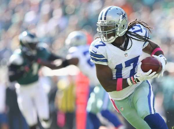Dwayne Harris of the Dallas Cowboys carries the