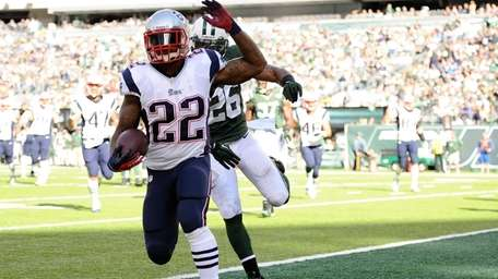 New England Patriots running back Stevan Ridley runs