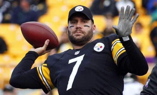 Pittsburgh Steelers quarterback Ben Roethlisberger warms up before