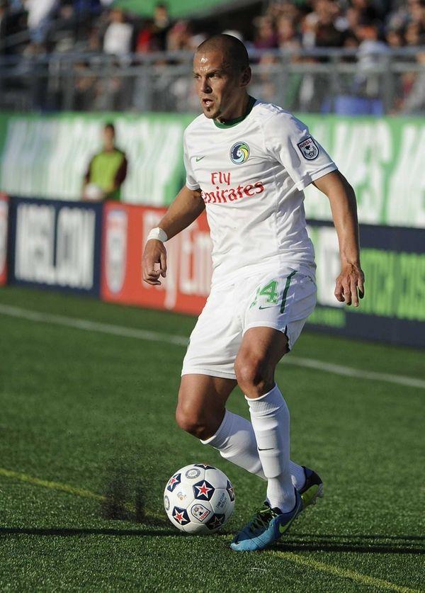 Cosmos midfielder Daniel Szetela controls the ball against