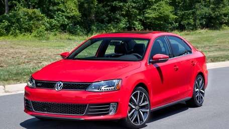The 2014 Volkswagen Jetta SE has a manual