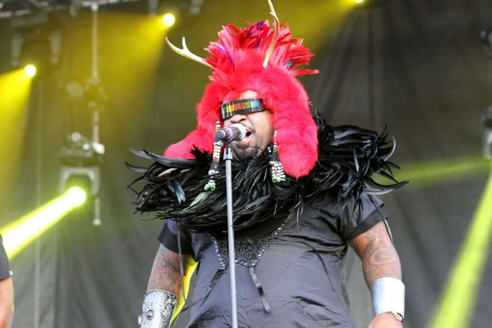 Cee Lo Green performs with Goodie Mob at