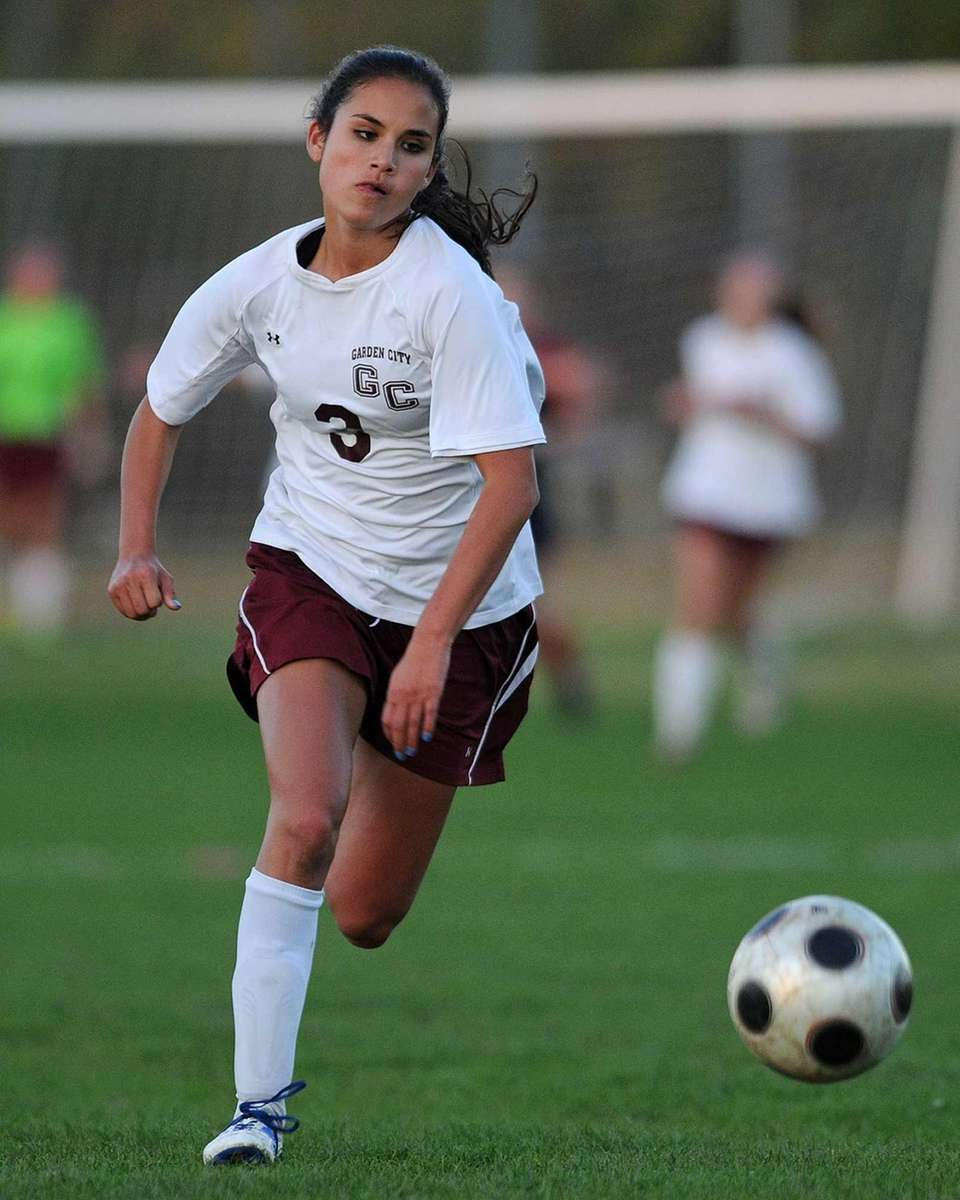 Garden City's Lauren Miesemer chases after a loose