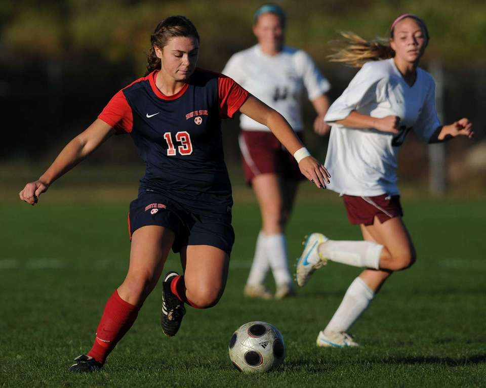 South Side's Kelsey Ford moves the ball downfield