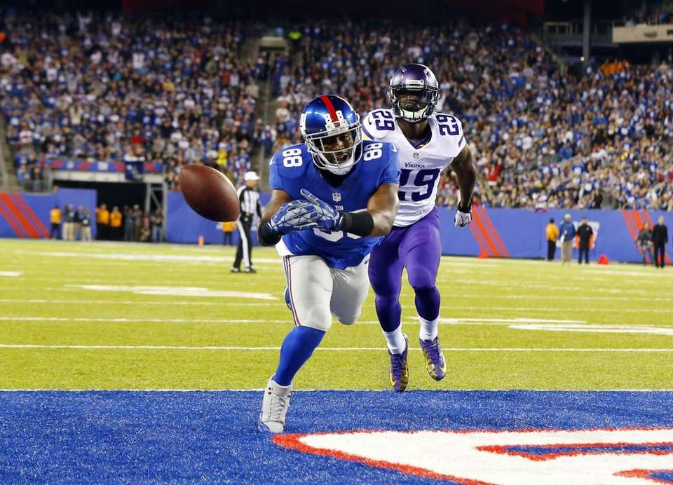 Hakeem Nicks can't come up with a pass