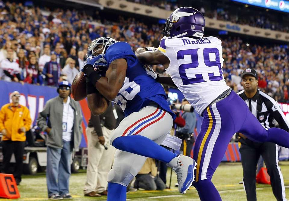 Hakeem Nicks can't hold onto a pass in