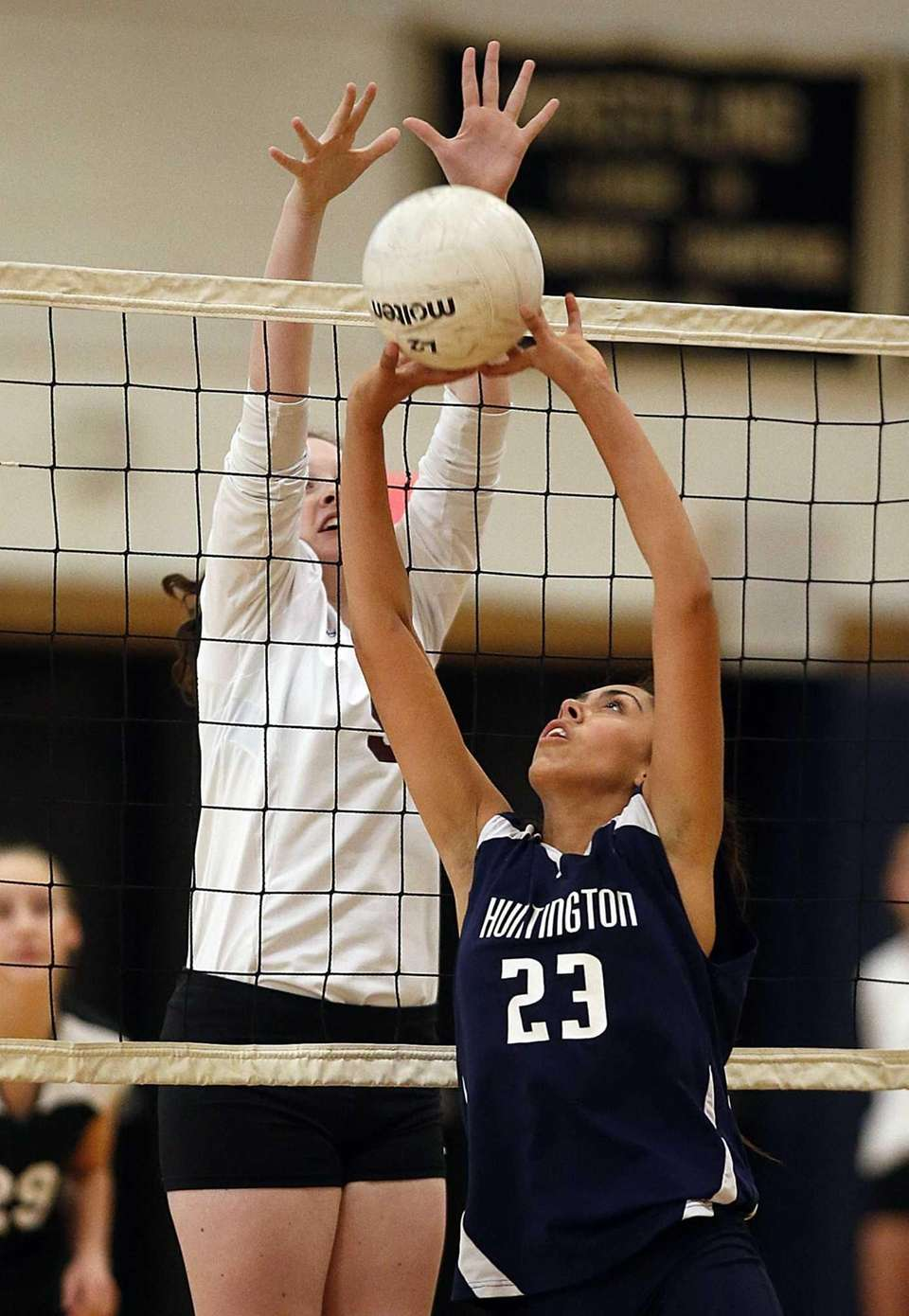 Huntinton's Cynthia Gowani sets the ball at the