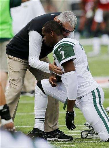 Rex Ryan talks to Geno Smith before a