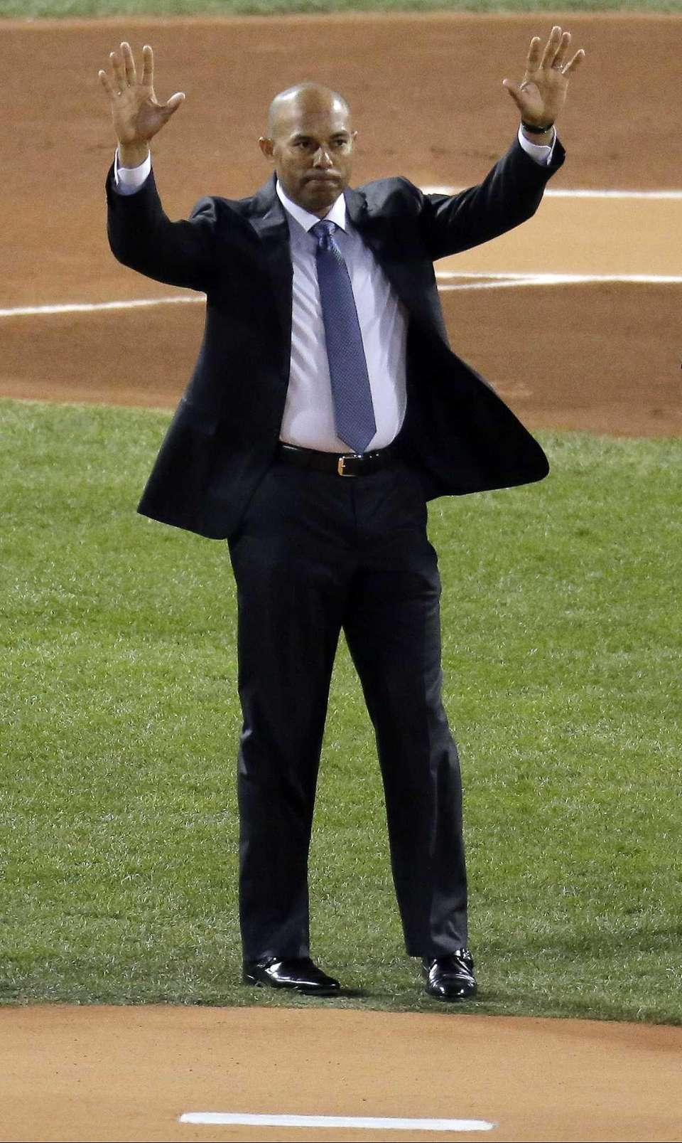 Former Yankees pitcher Mariano Rivera acknowledges the crowd