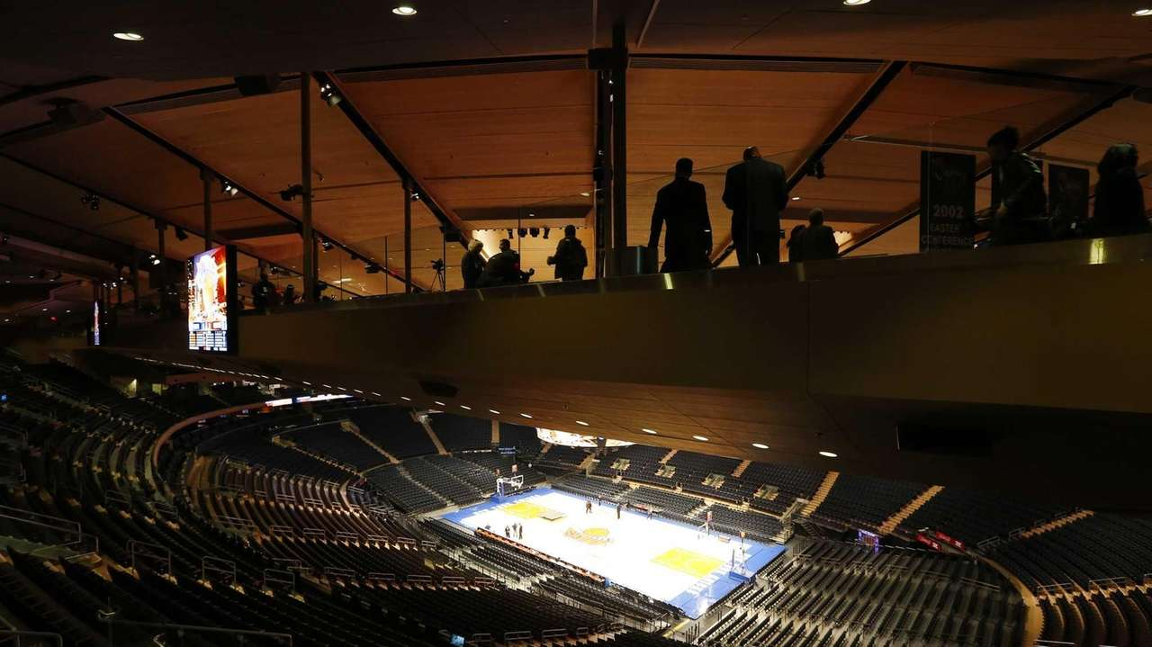Madison Square Garden fans enjoy the new Chase Bridges | Newsday