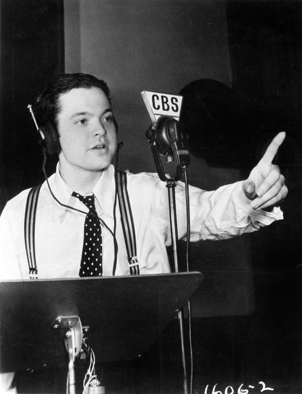 Orson Welles in rehearsal at the Campbell Playhouse