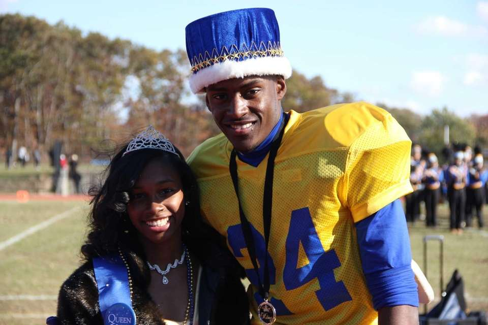 Seniors Devante Seals, 17, and Ashley Edwards, 17,