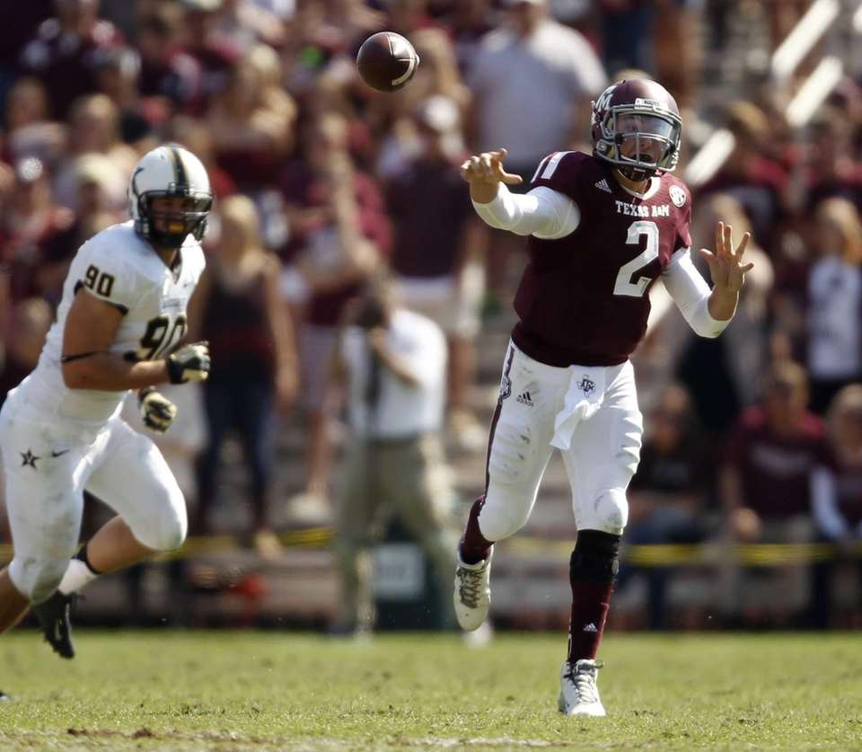Texas A&M's Johnny Manziel throws a pass during