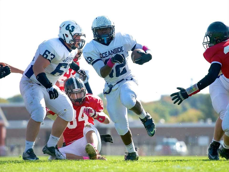 Oceanside running back Tariek Harris runs up the