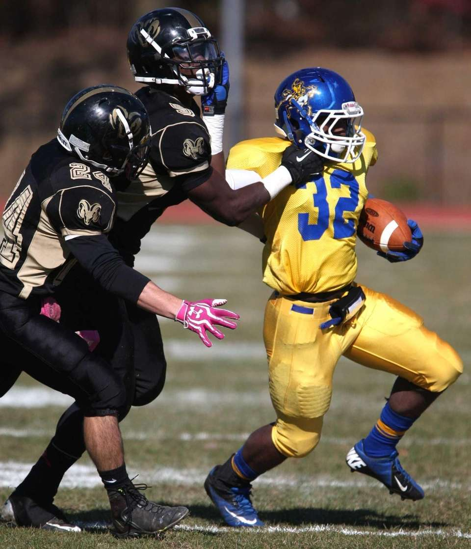 Roosevelt's Johnnie Akins (no. 32) carries the ball