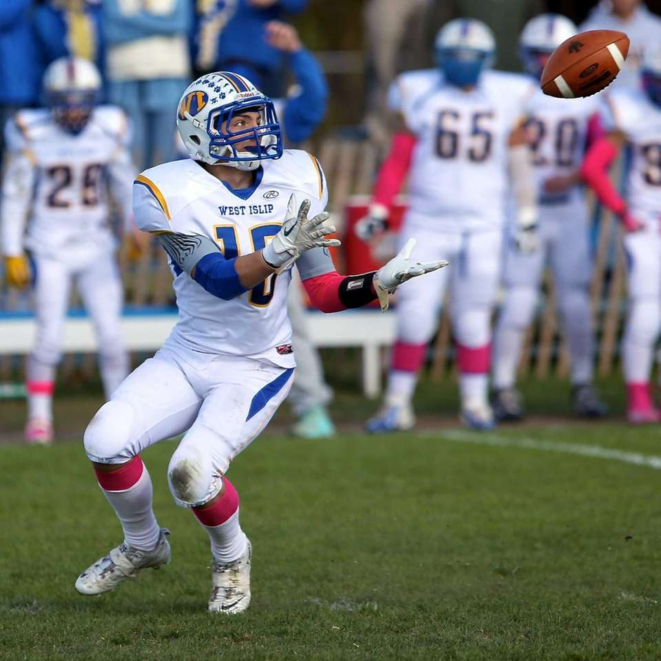 West Islip wide receiver Max McNicholas (no. 10)