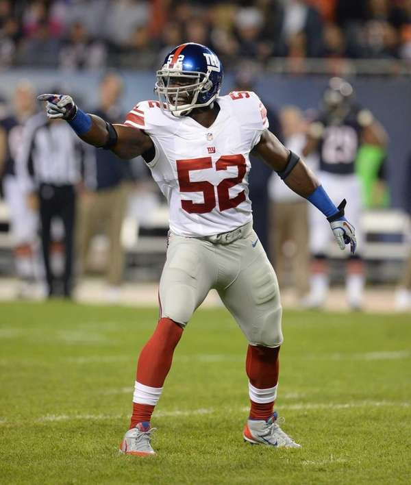 Giants linebacker Jon Beason calls a play against