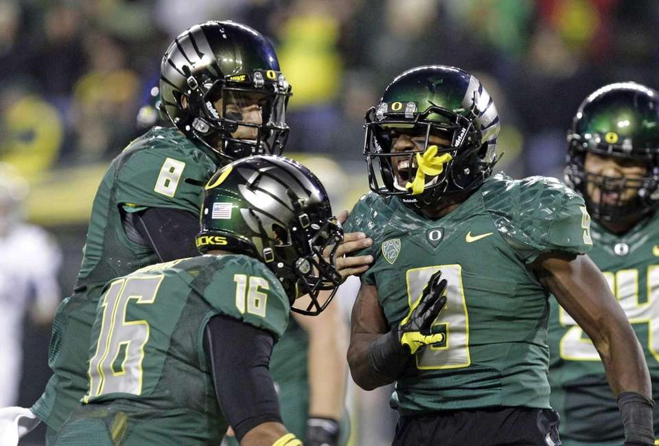 Oregon running back Byron Marshall, right, celebrates his