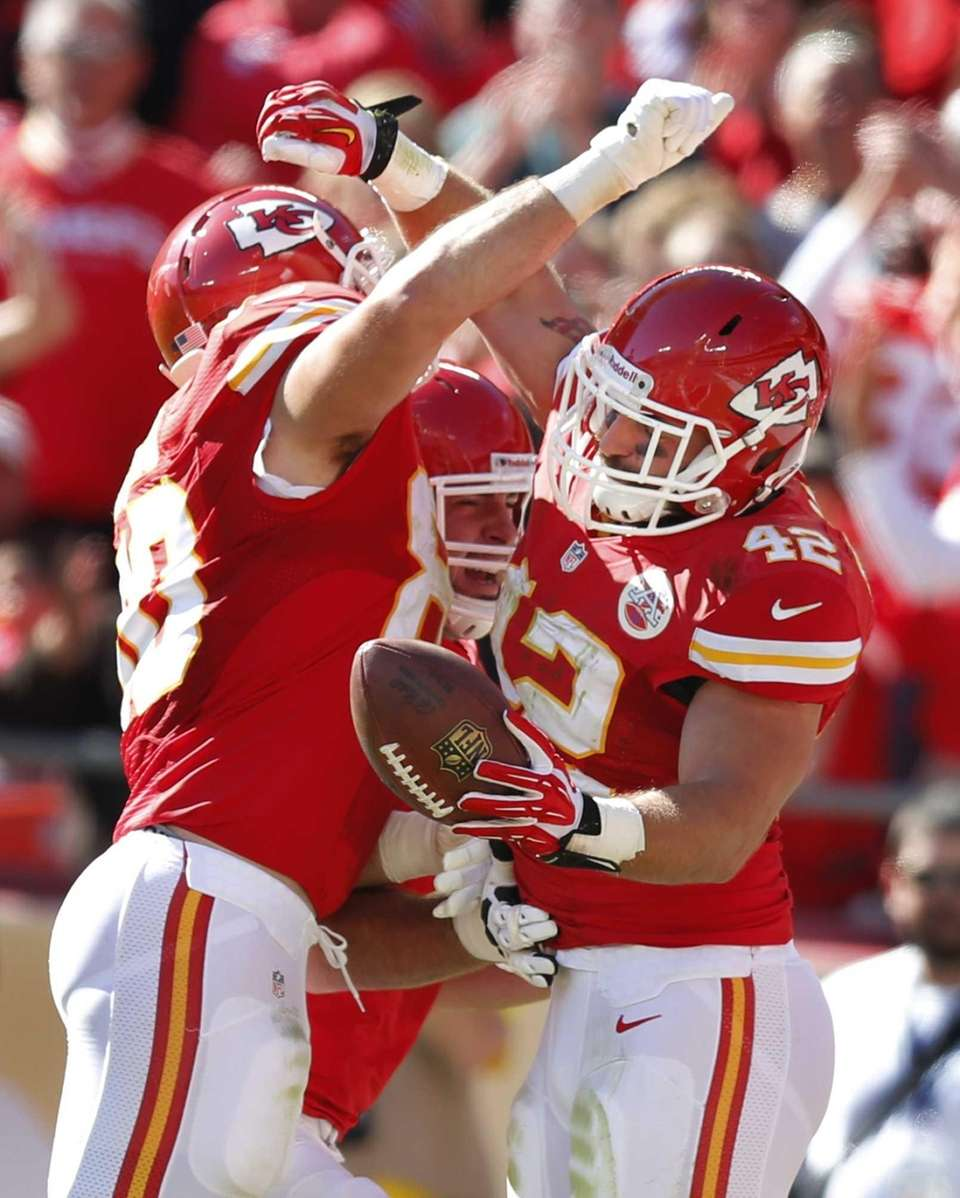 Kansas City Chiefs fullback Anthony Sherman (42) celebrates