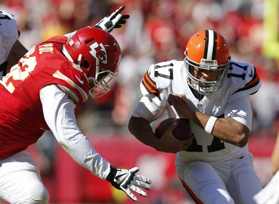 Kansas City Chiefs nose tackle Dontari Poe, left,