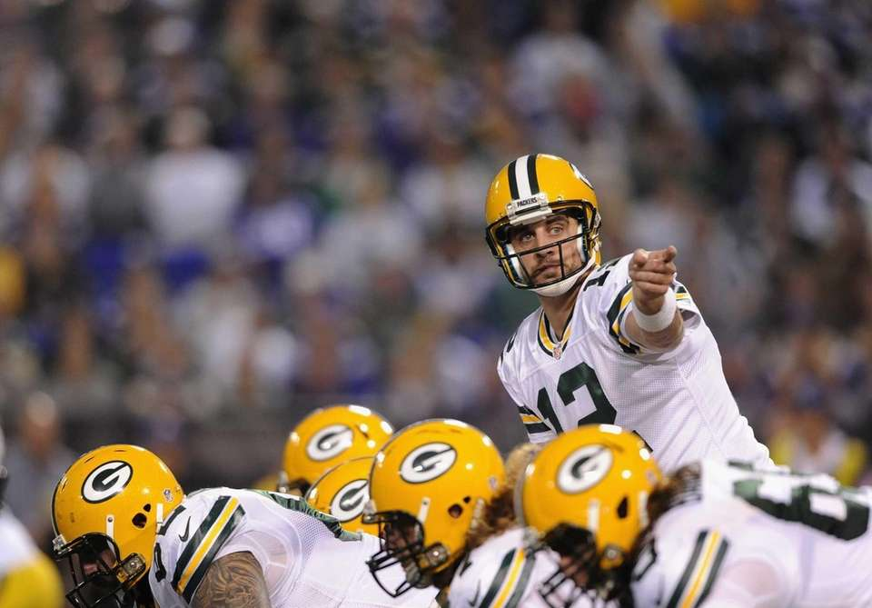 MINNEAPOLIS, MN - OCTOBER 27: Aaron Rodgers #12