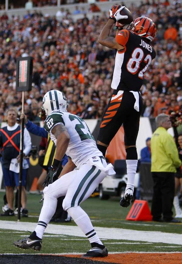 Cincinnati Bengals wide receiver Marvin Jones (82) catches