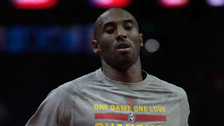 Kobe Bryant warms up before a game between