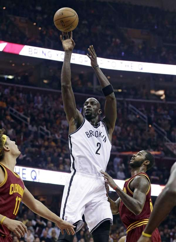Kevin Garnett shoots over the Cleveland Cavaliers' Anderson