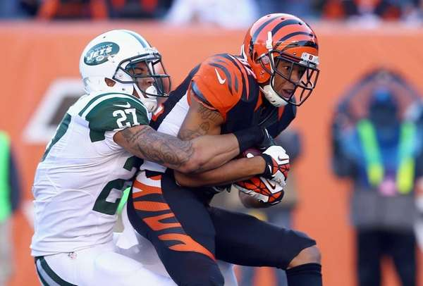 Cincinnati Bengals wide receiver Marvin Jones runs with