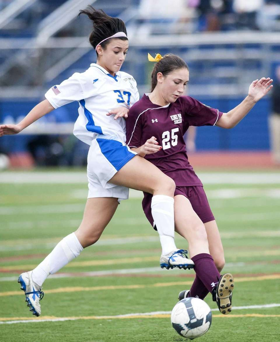 West Islip's Jessica Bendetti, left, goes after a