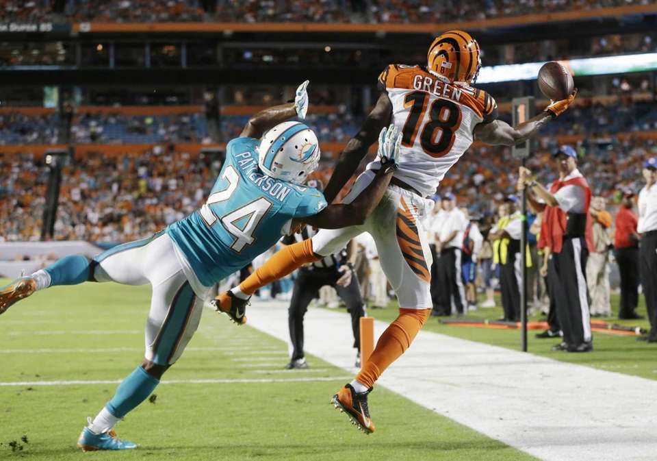 Cincinnati Bengals wide receiver A.J. Green (18) can't