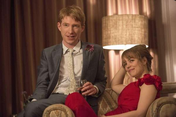 Tim (Domhnall Gleeson) and Mary (Rachel McAdams) in
