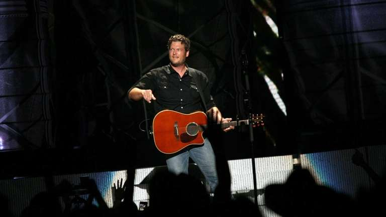 Blake Shelton takes the stage at Nikon at