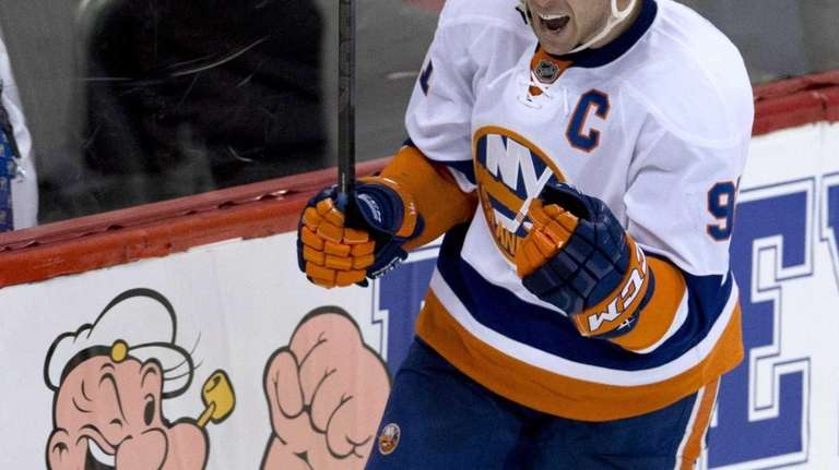 Islanders center John Tavares celebrates his second-period goal