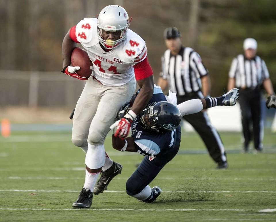 Stony Brook tight end Will Tye carries the