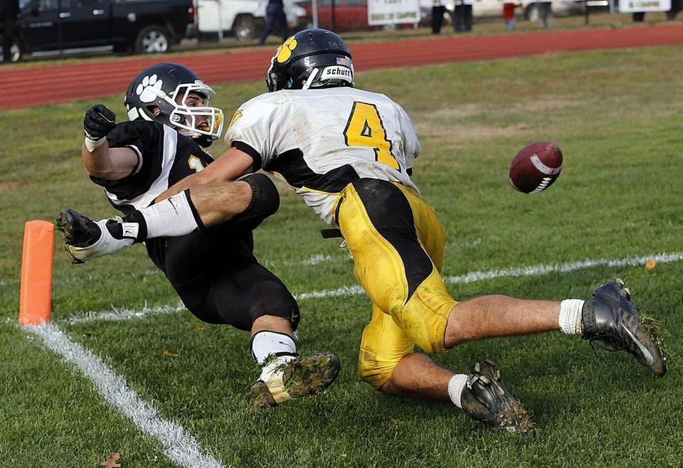 Commack defensive back Augie Contressa (4) blocks a