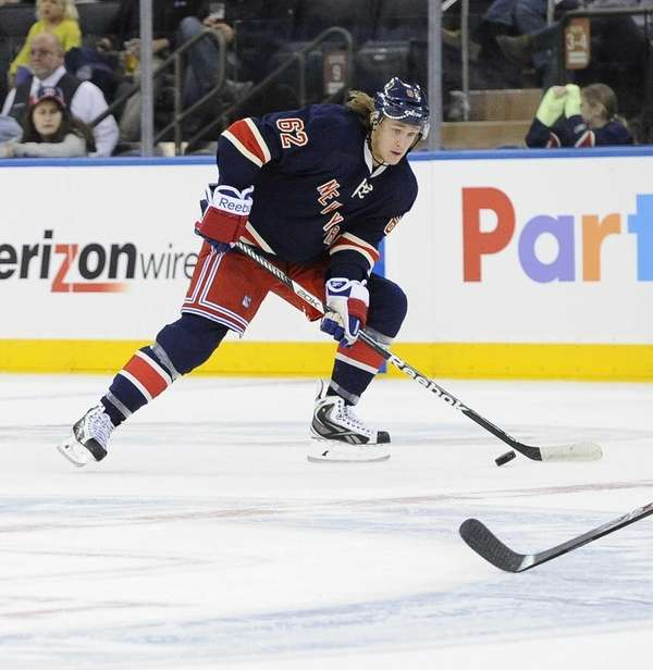Rangers left wing Carl Hagelin controls the puck