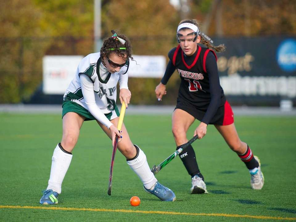 Carle Place's Kailee Pagnotta (9) attempts to break
